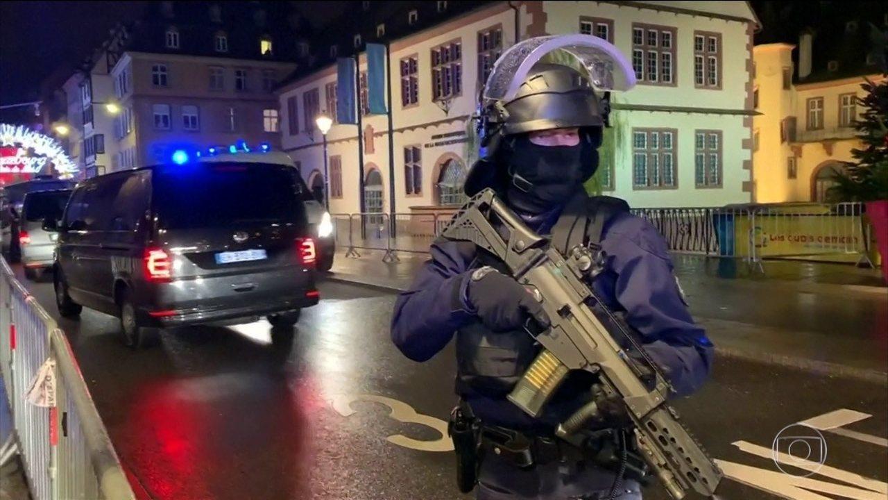 Polícia francesa tenta encontrar suspeito de ataque, em mercado de Natal