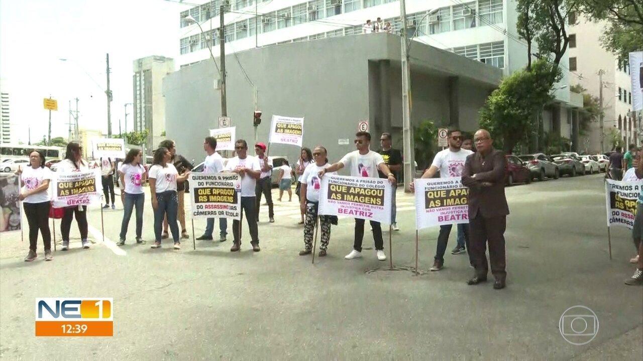 Família da garota Beatriz protestam por prisão de funcionário terceirizado de escola