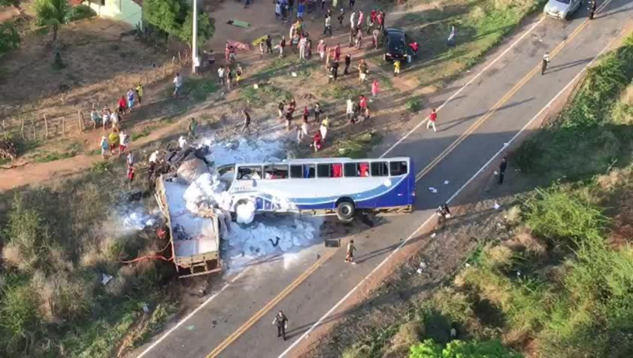 Acidente em Campos Sales deixa mortos e feridos