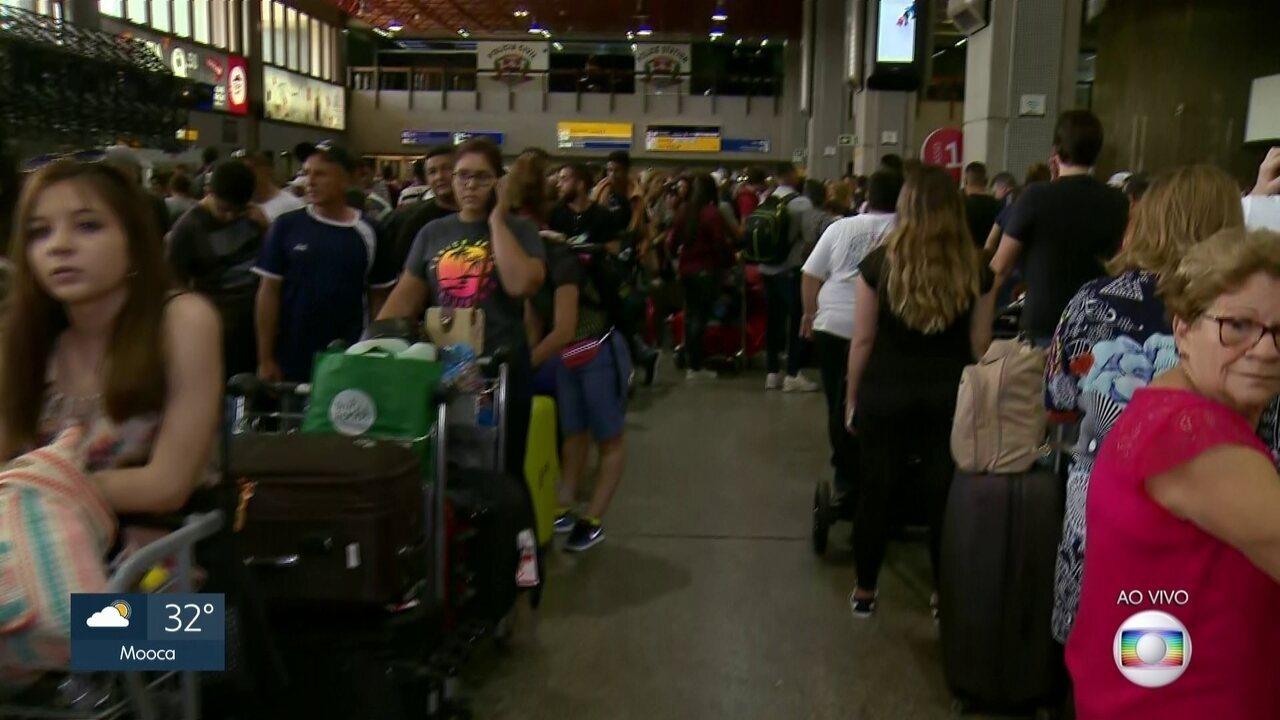 Aeroporto Internacional de Cumbica tem voos atrasados e cancelados