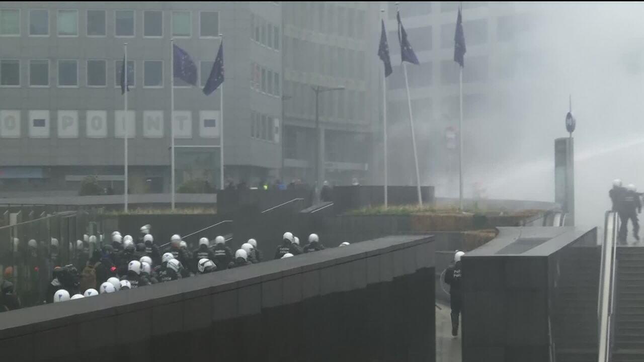 Manifestantes protestam contra acordo de migração da ONU em Bruxelas