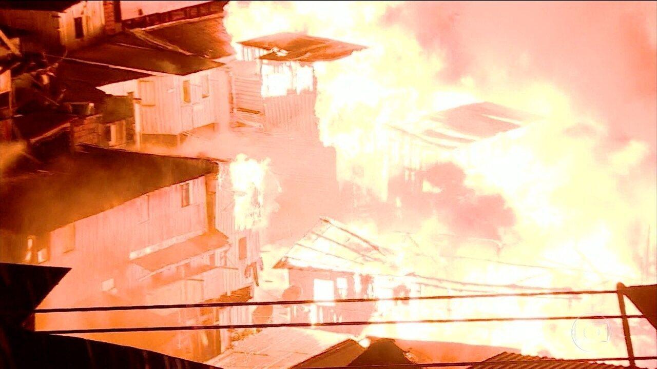 Incêndio em Manaus destruiu mais de 600 casas