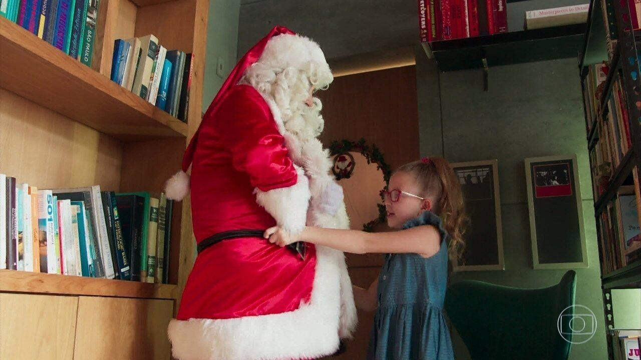 Getúlio diz a Mel que vai ser ajudante de Papai Noel
