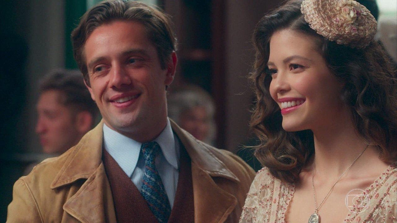 Cris/Julia (Vitória Strada) fica encantada ao conhecer Alberto Guignard, em 'Espelho da Vida'