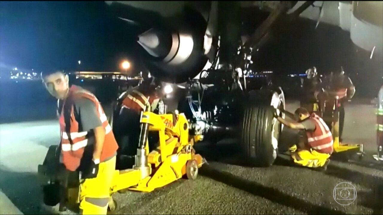 Avião da Latam que precisou fazer pouso de emergência é retirado da pista