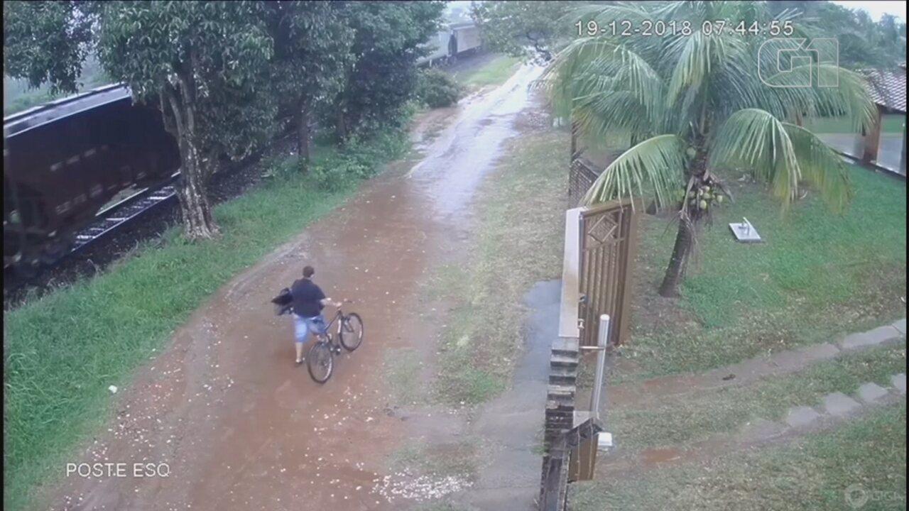 Câmera flagra suspeita de matar o pai para roubar aparelho de TV em Mirassol