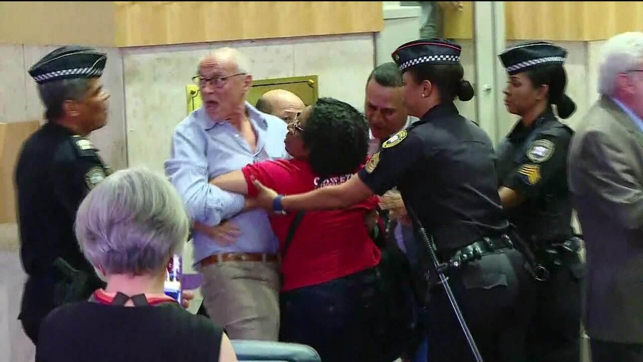 Debate na Câmara de SP sobre previdência é marcada por tumulto