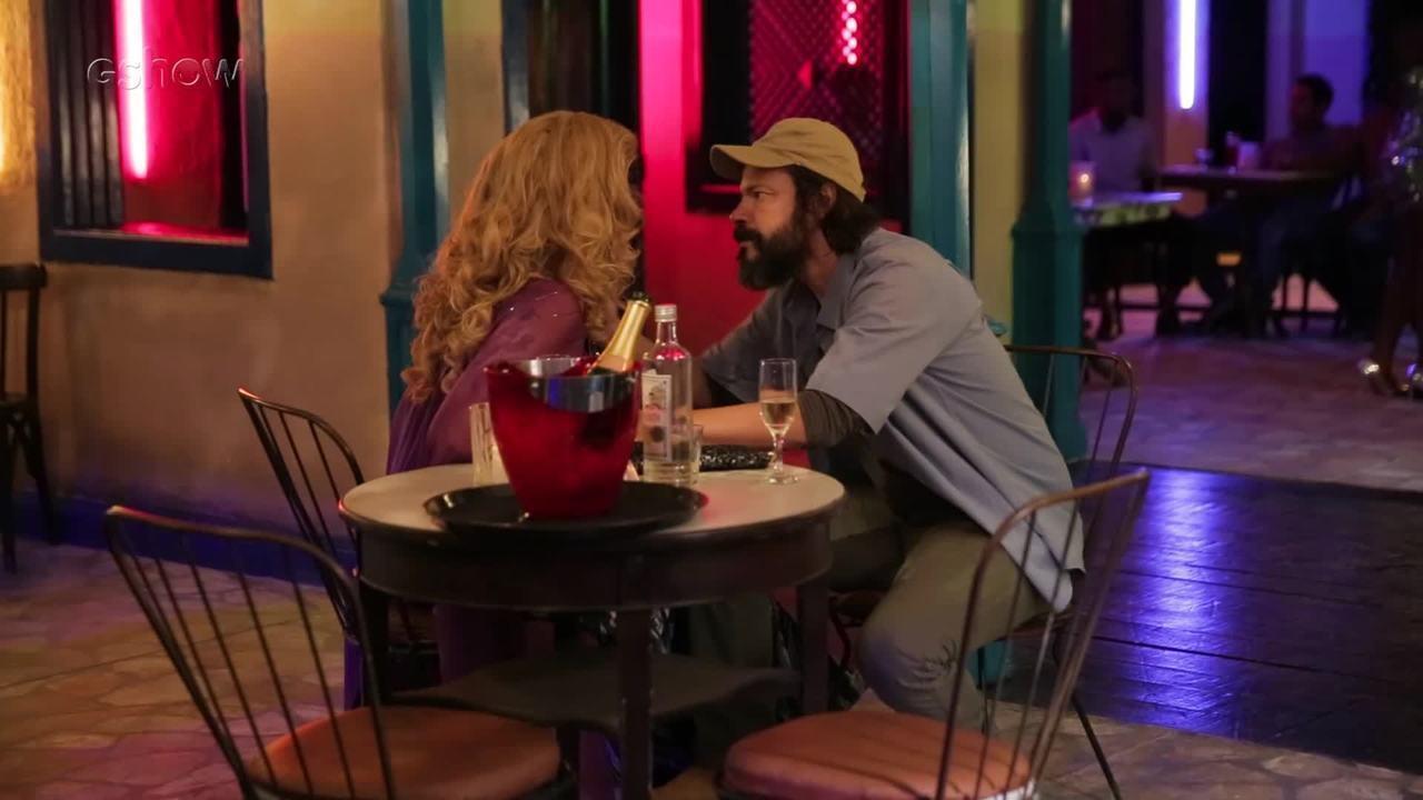 Marcos Paulo e Robério se beijam e a confusão se inicia em Serro Azul
