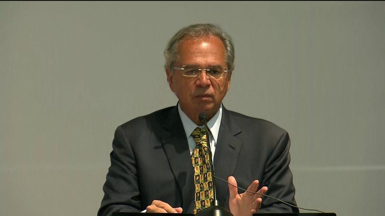 'Acho que vamos na direção da liberal democracia', diz Paulo Guedes