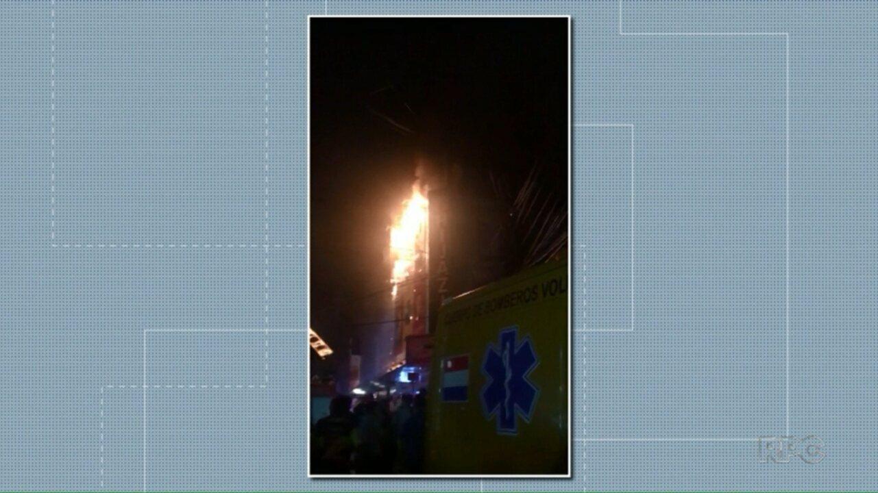 Incêndio destrói três andares de shopping em Cidade do Leste, no Paraguai