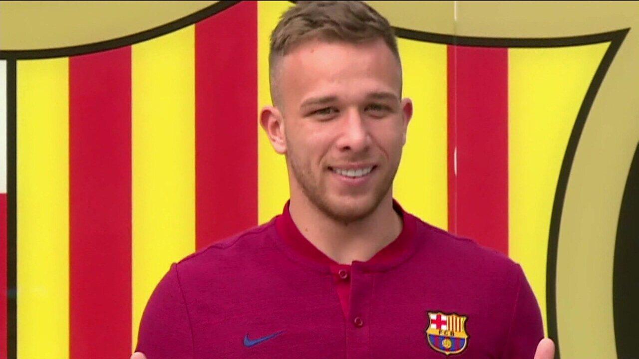 Atualmente no Barcelona, Arthur comenta sobre sua atual fase e elogios que recebeu de Messi