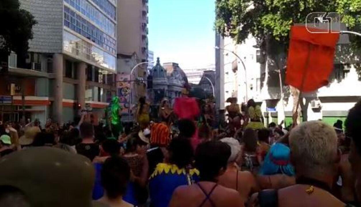 Bloco Filhotes Famintos desfila na 'abertura não oficial' do carnaval de rua do Rio