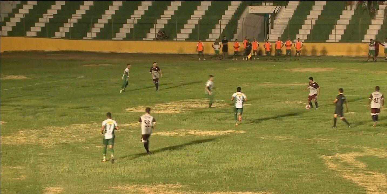 No domingo, o Sousa empatou com o Afogados de Ingazeira-PE num amistoso. Confira a situação do gramado do Marizão
