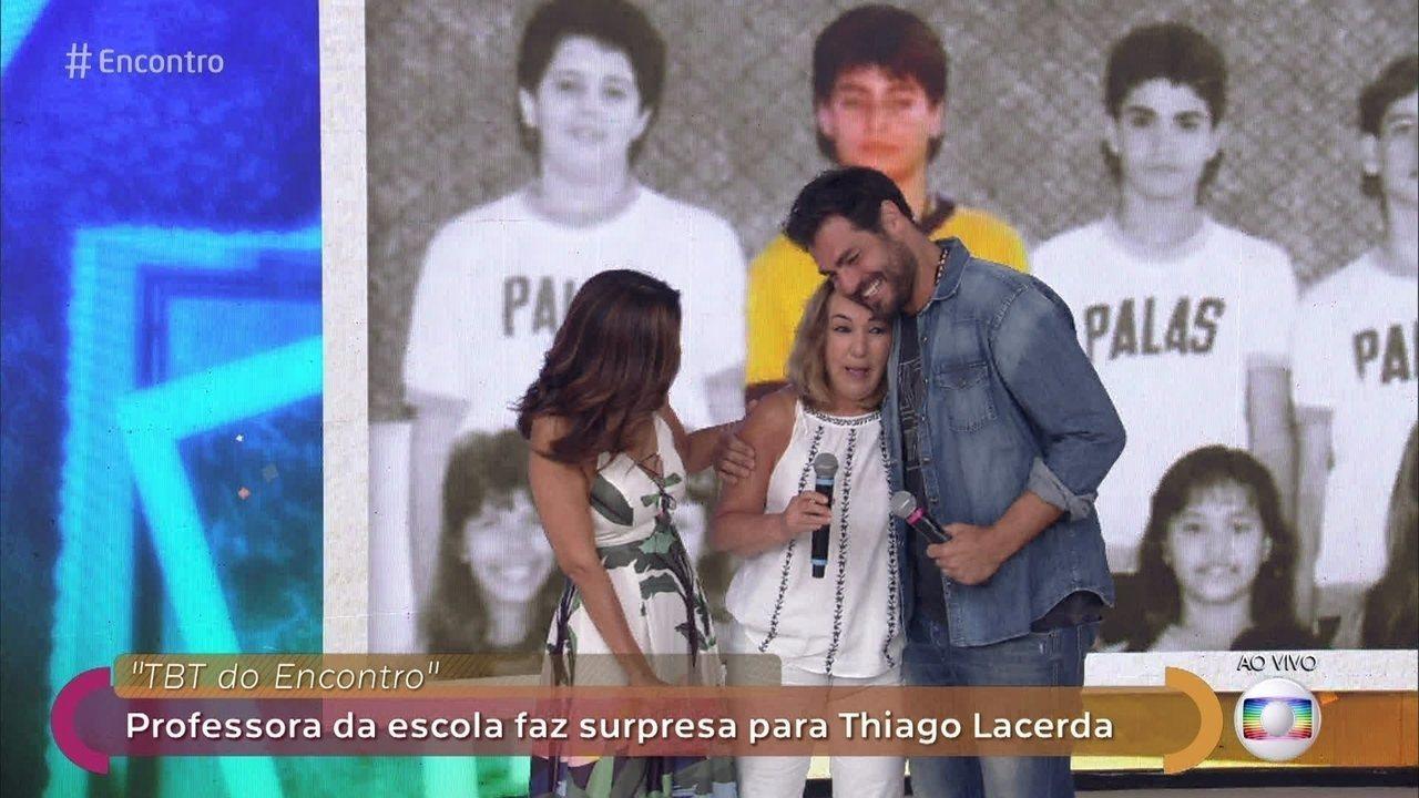 Thiago Lacerda reencontra professora da época da escola
