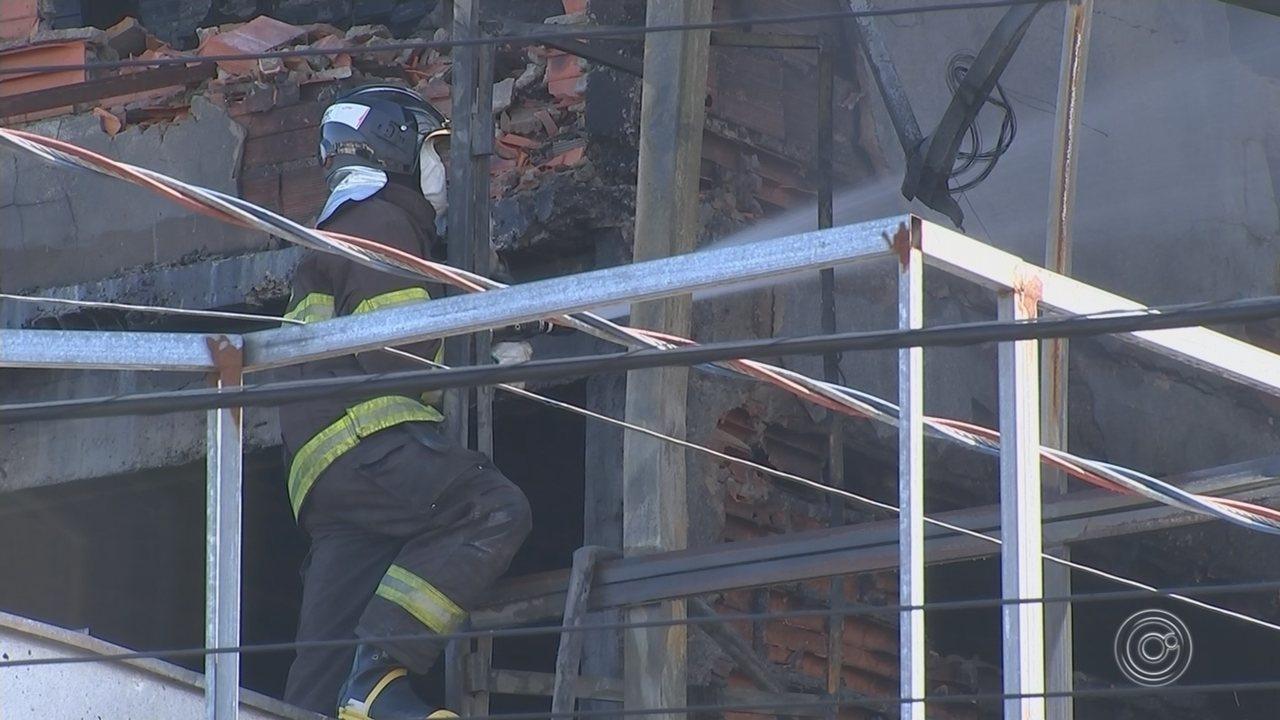 Novos focos de incêndio aparecem em loja de pneus em São Roque