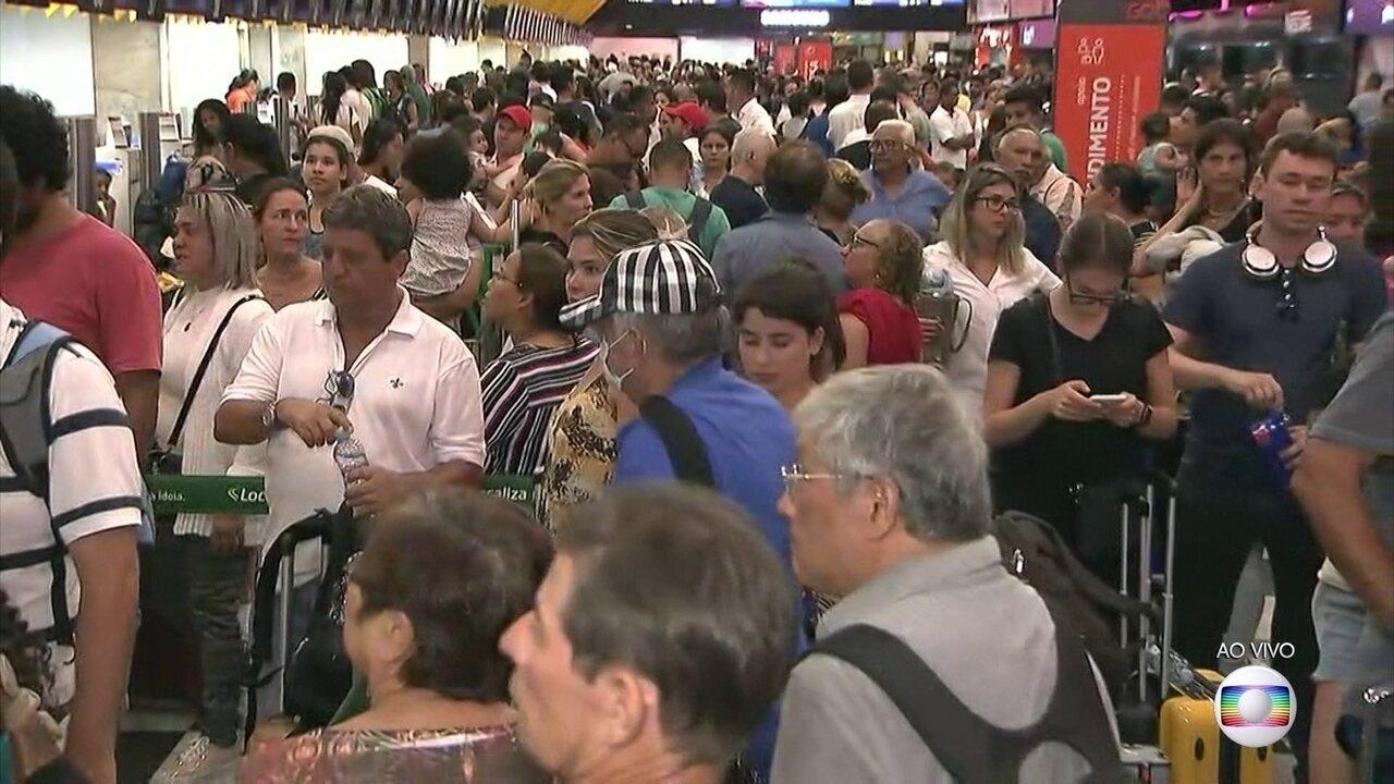 Chuva forte provoca confusão no aeroporto de Congonhas em São Paulo