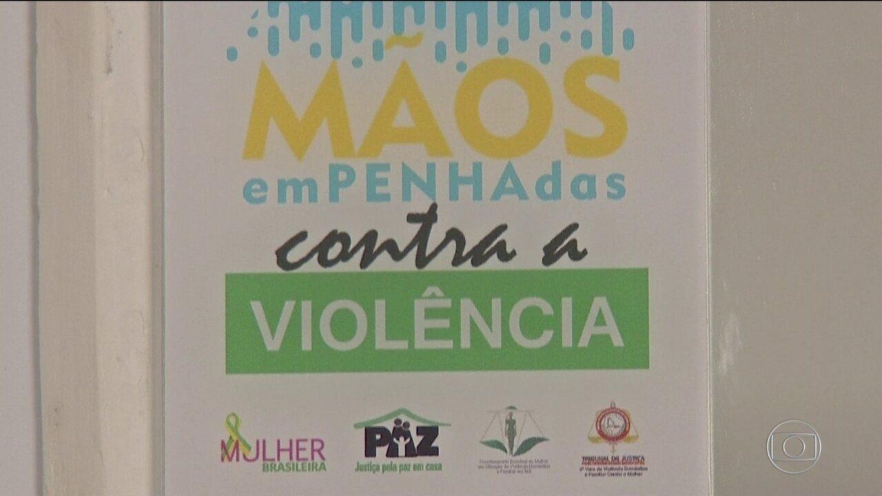 Em MS, projeto orienta profissionais da beleza a ajudar mulheres vitimas de violência
