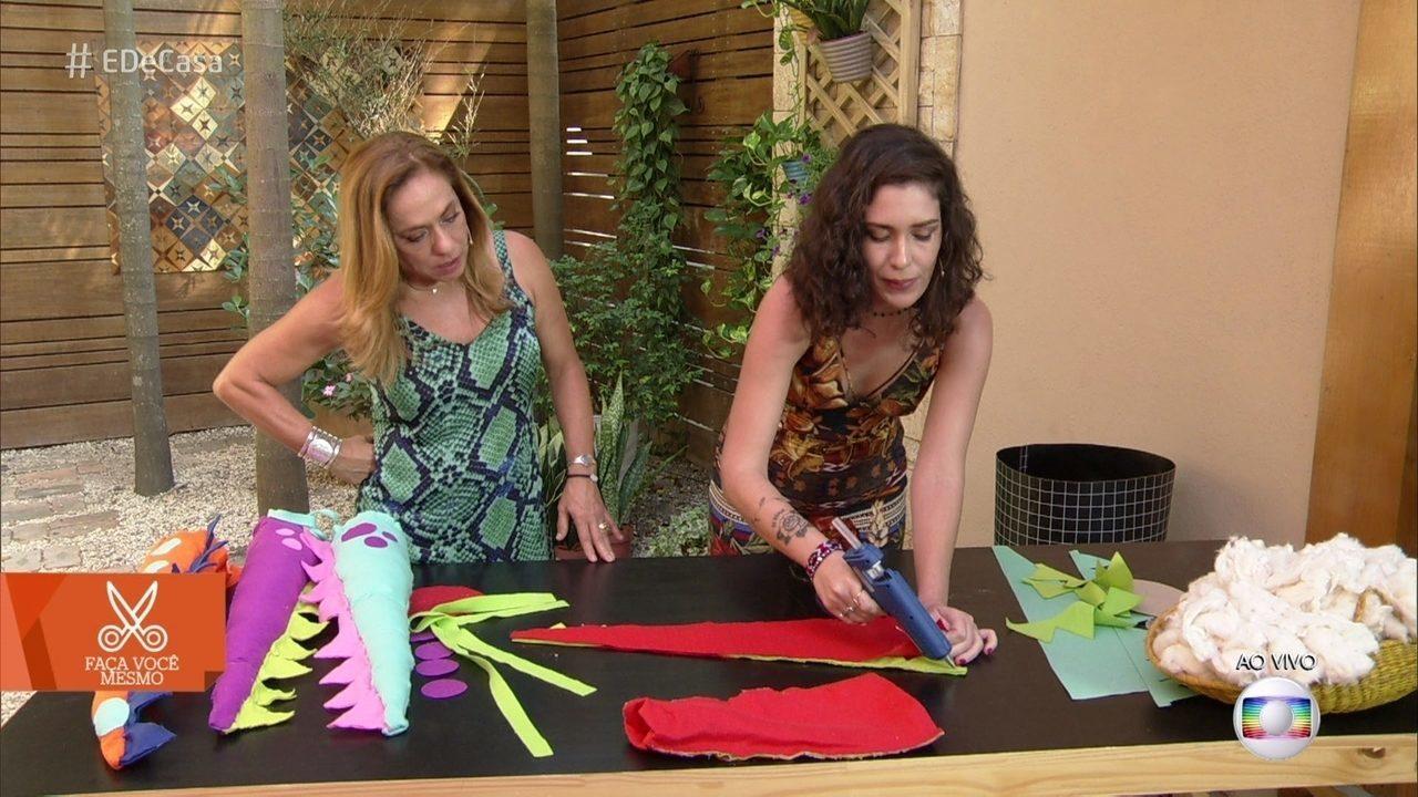 Artesã ensina a fazer cauda de dinossauro com feltro