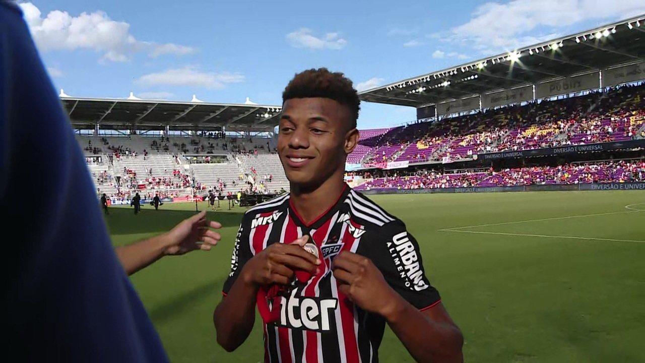 Com a camisa do São Paulo, David Neres celebra vitória do Ajax: