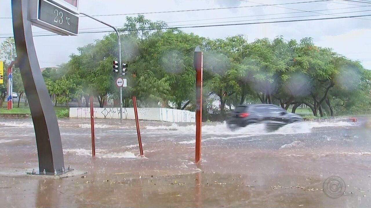 Chuva forte causa transtornos em Rio Preto