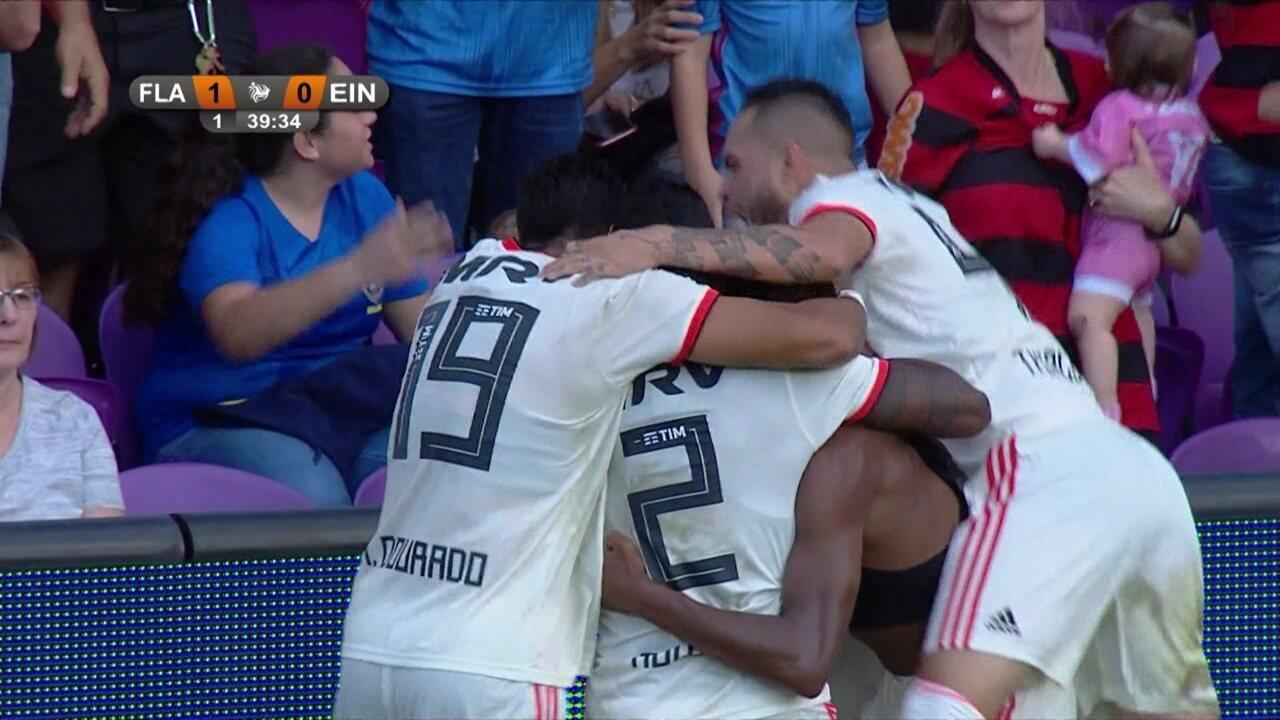 Gol do Flamengo! Rodinei acha Jean Lucas, que bate de primeira e abre o placar, aos 39' do 1º tempo