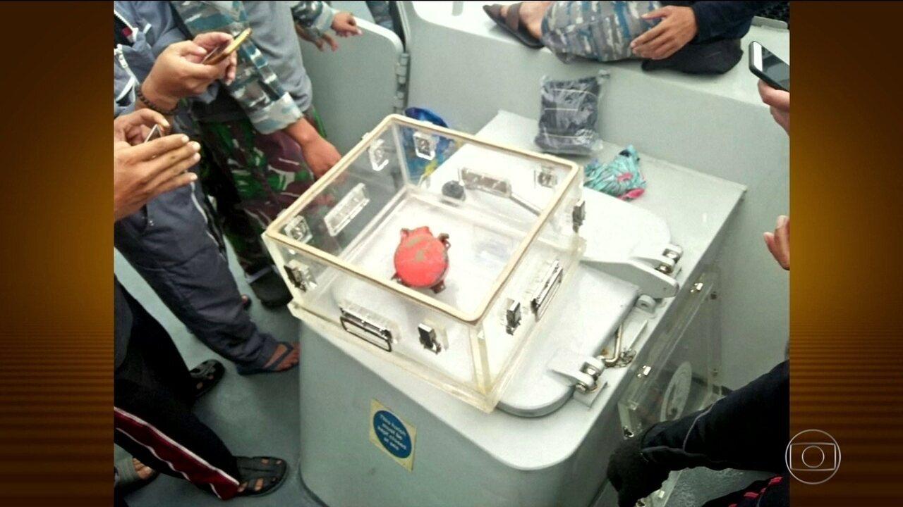 Segunda caixa-preta do avião que caiu na Indonésia é encontrada