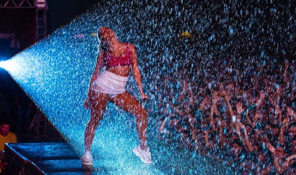 Anitta fala após problemas em show no Ceará