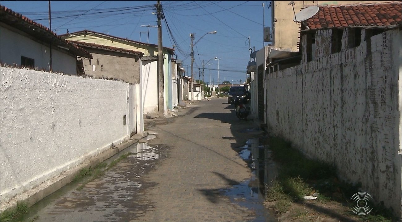 Grupo armado invade casa, sequestra vítimas e mata duas pessoas no Litoral da Paraíba