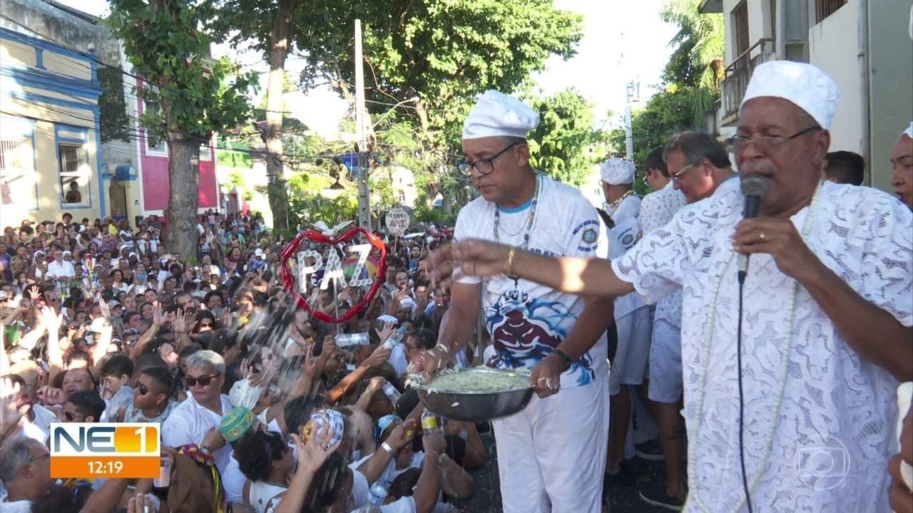 Multidão acompanha Cerimônia das Águas de Oxalá em Olinda