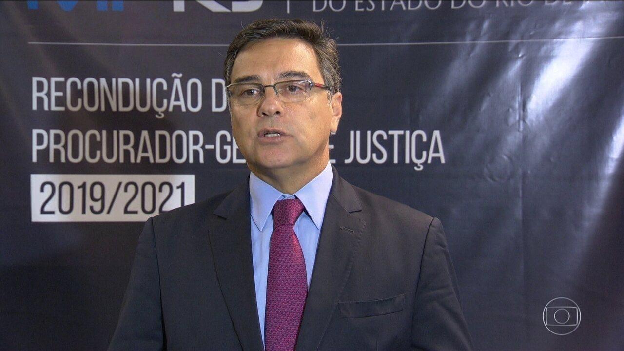 Procurador do RJ diz que pode denunciar Queiroz sem depoimento