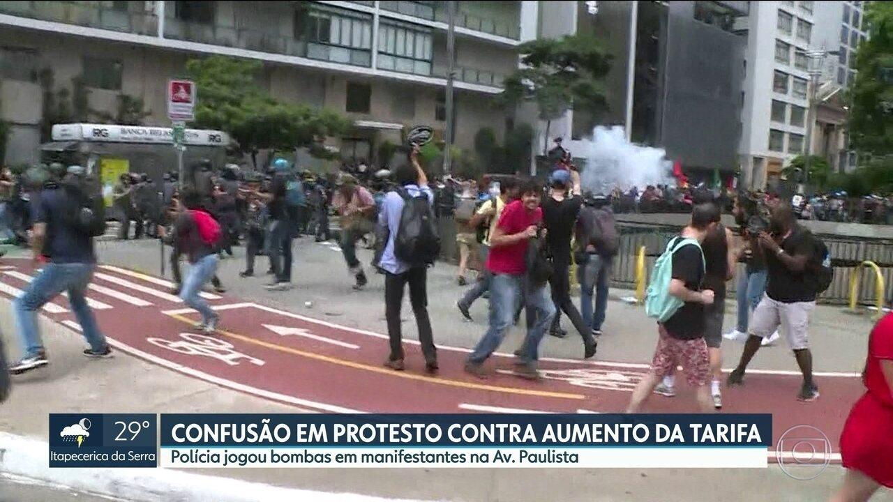 Policiais e manifestantes entram em confronto na avenida Paulista