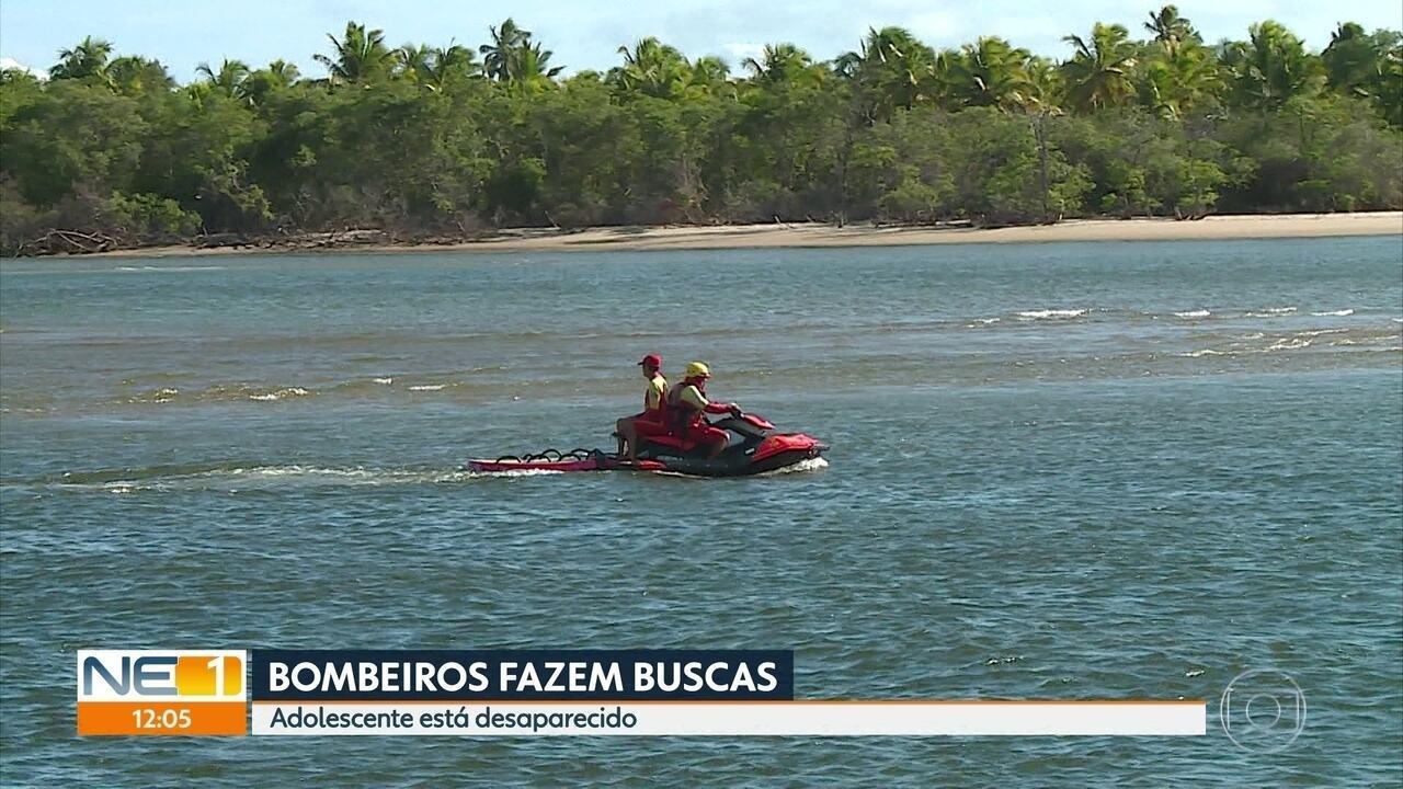 Bombeiros fazem buscas por adolescente que sumiu no mar
