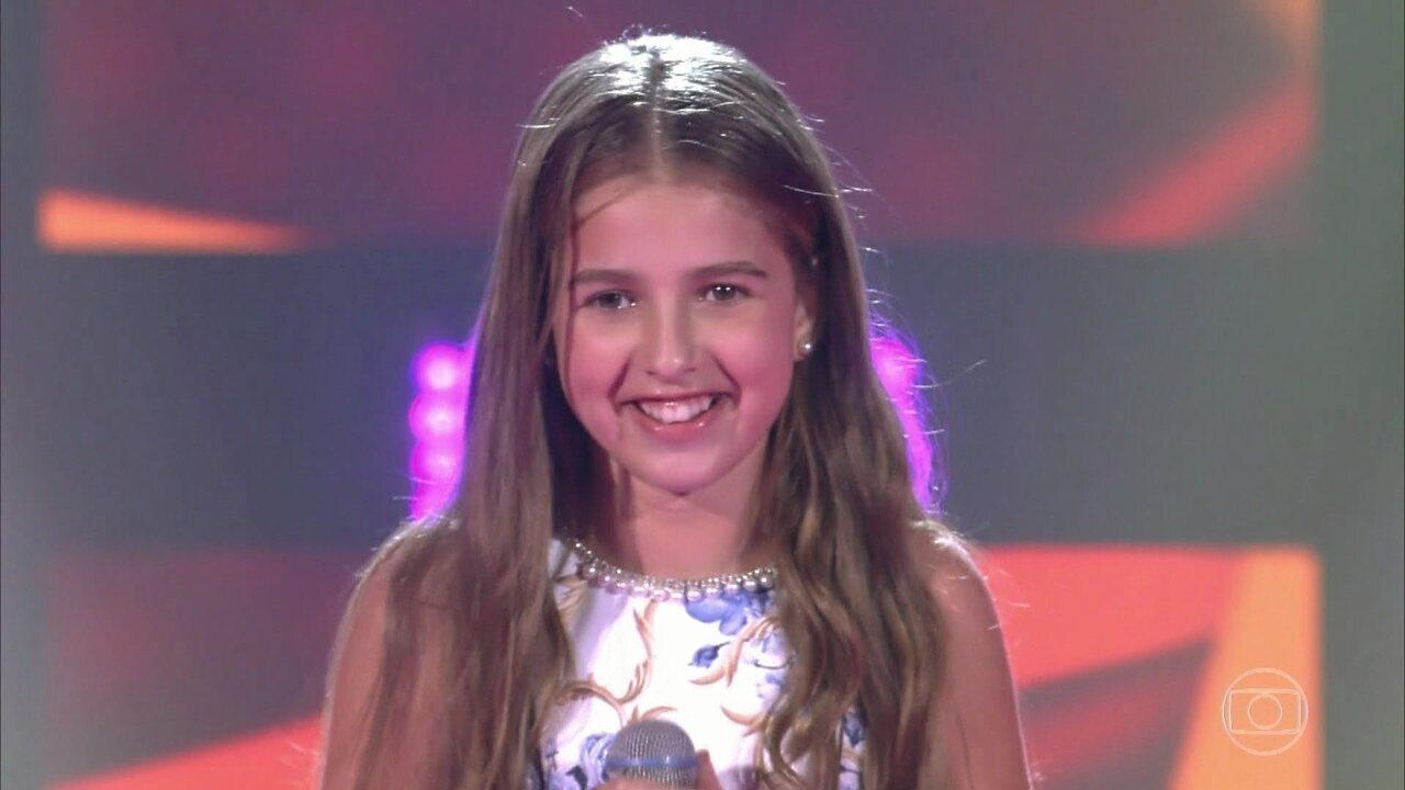 Giovana Rezende canta