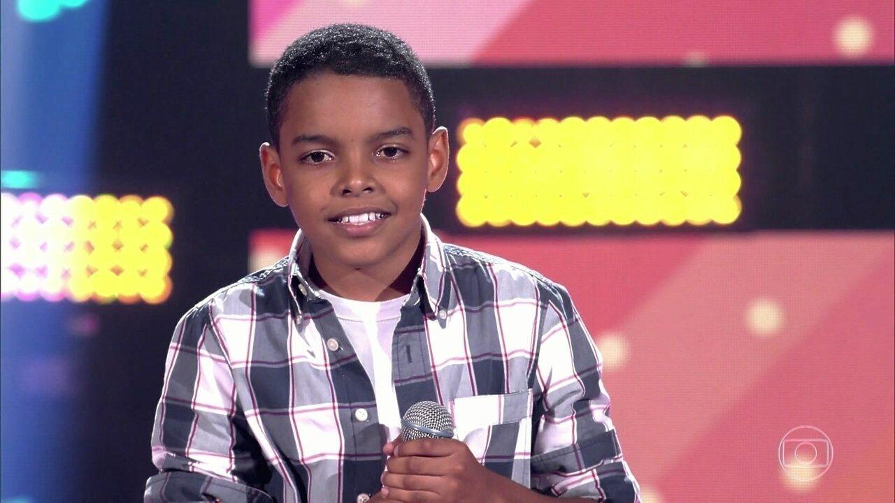 """Felipe Luiz canta """"No Dia Em Que Eu Saí De Casa"""""""