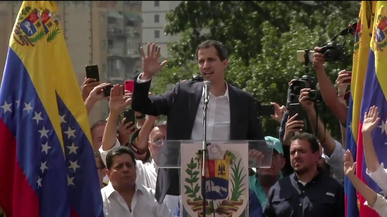 Juan Guaidó se autoproclama presidente da Venezuela