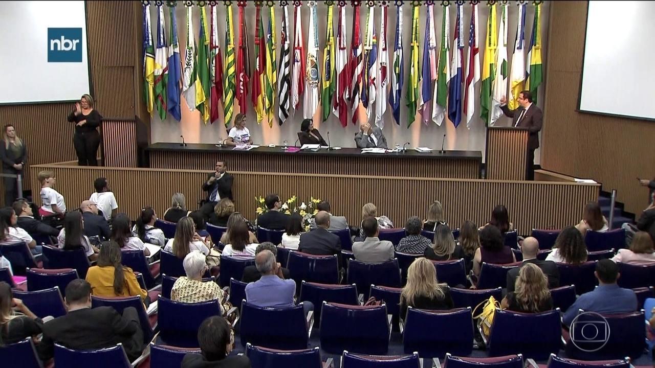Fórum debate políticas públicas para tratamento de doenças raras