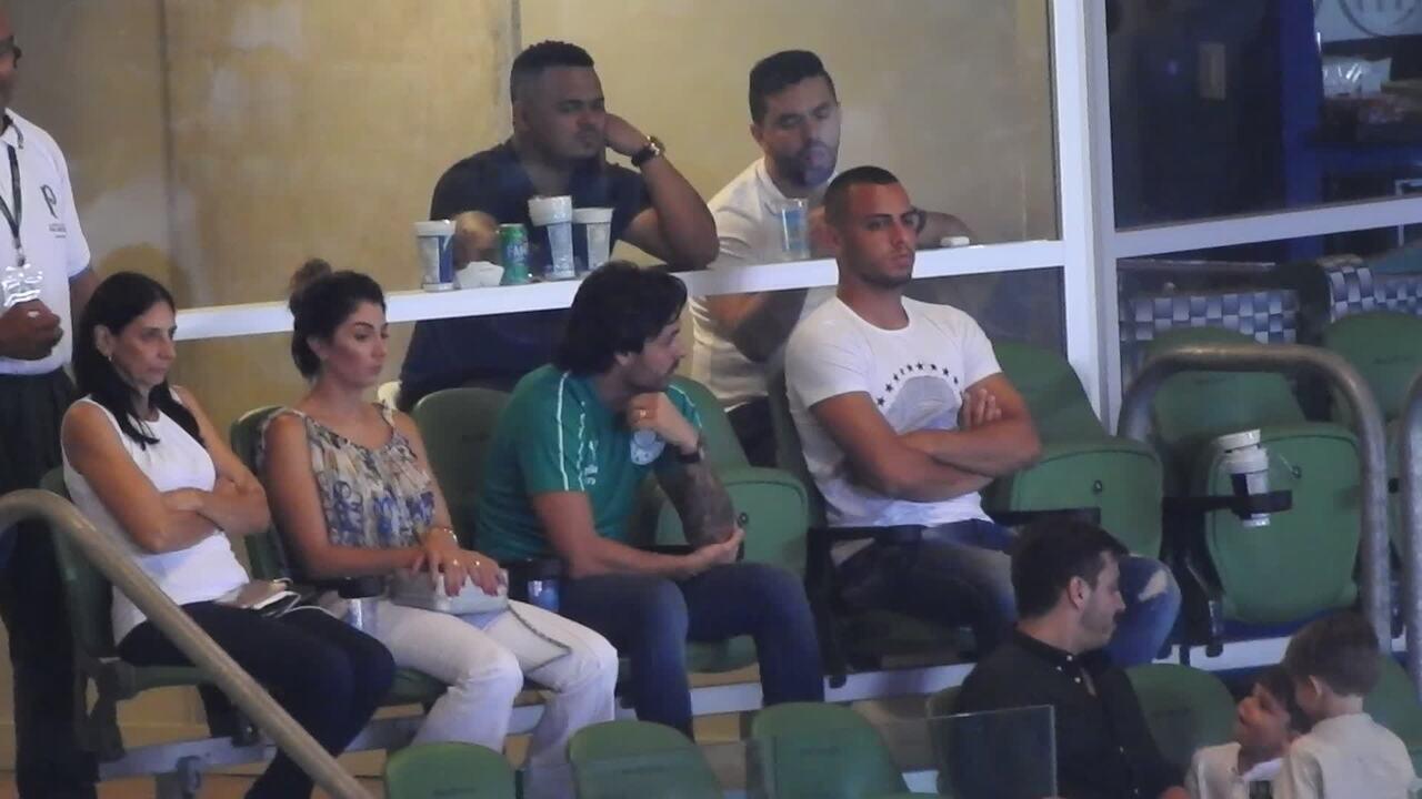 Vídeos  Ricardo Goulart assiste à vitória do Palmeiras de camarote e ... 4c0be686d6215