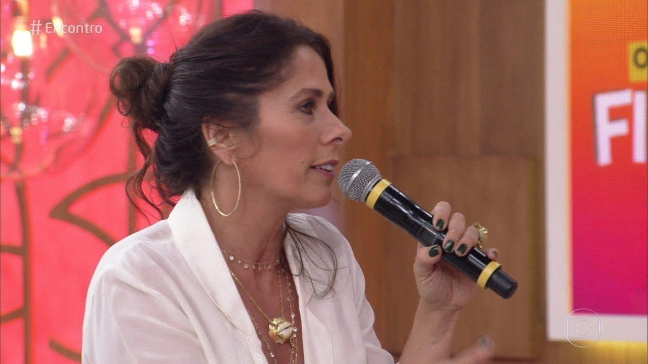 Adriane Galisteu diz que controla o celular do filho