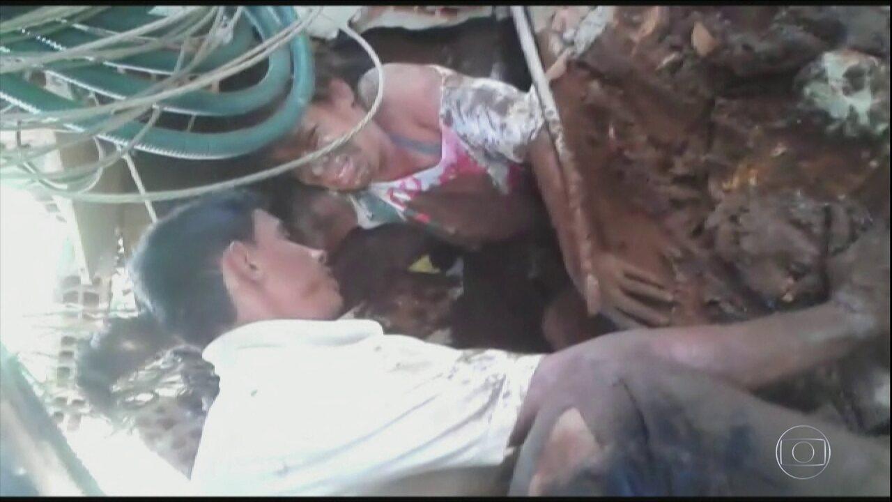 Mulher soterrada é retirada com vida dos escombros de um imóvel em Brumadinho