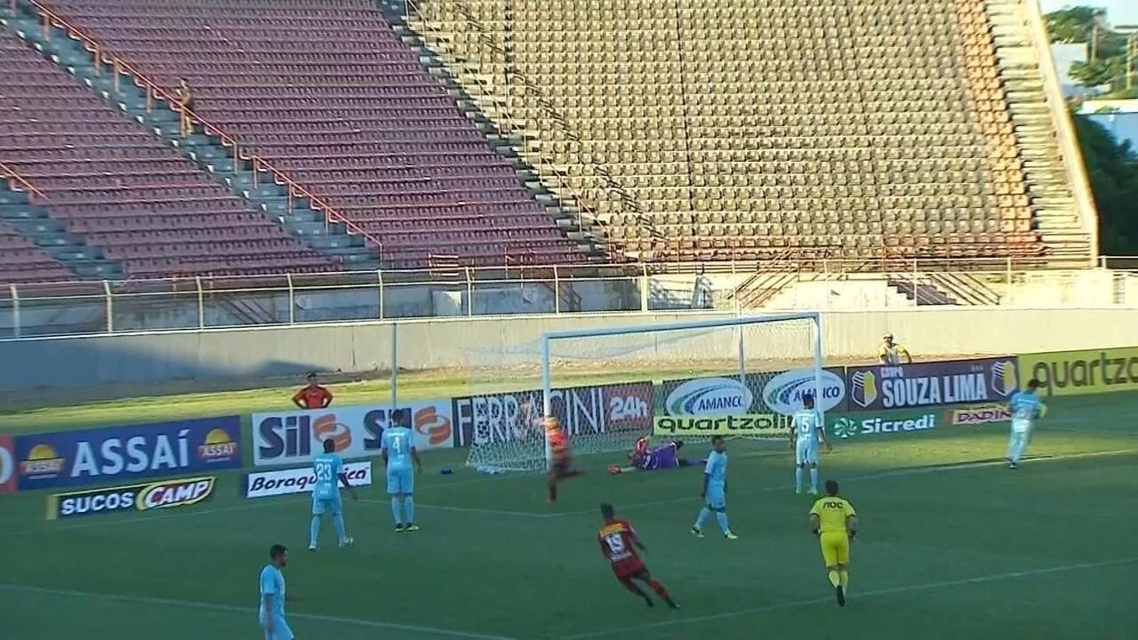 Gol do Ituano! Martinelli recebe na área e só toca para marcar, aos 48 do 2º tempo
