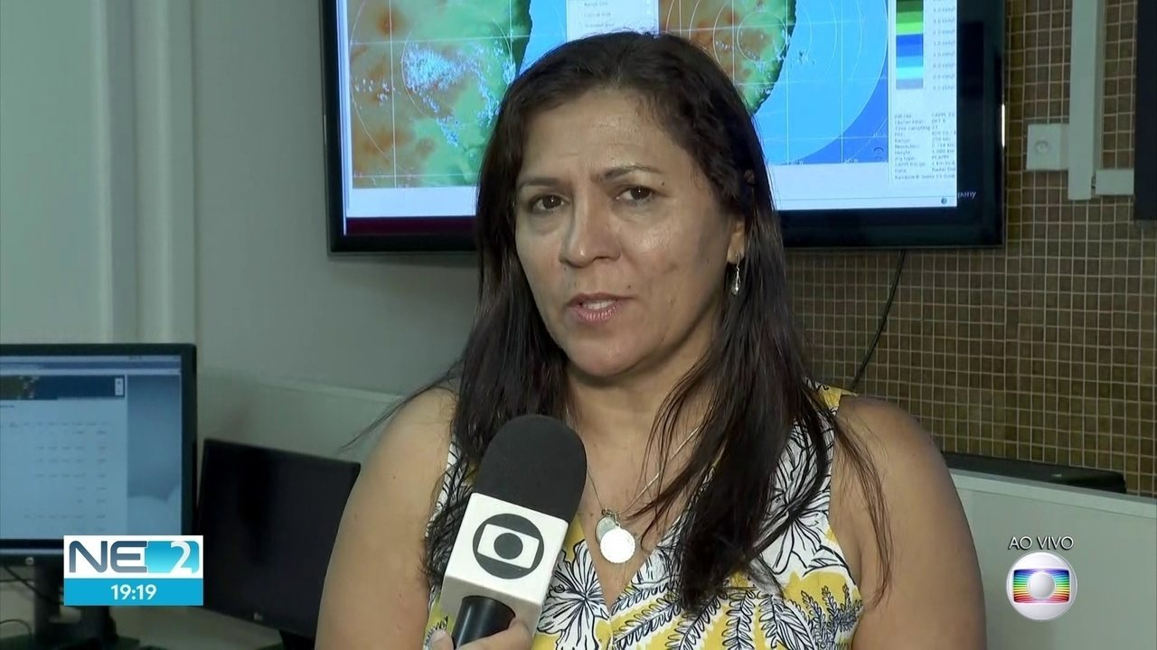 Recife acumula esperado para 21 dias de chuva em três horas