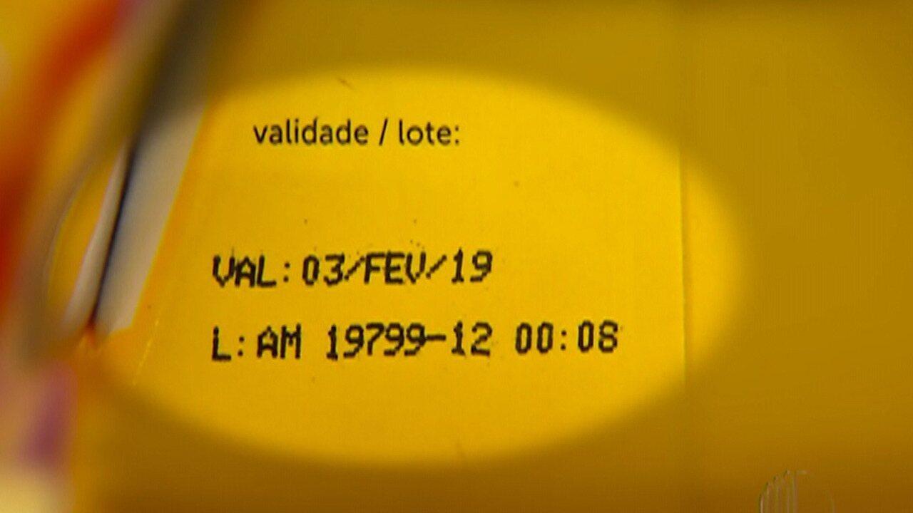 73f9ba9b8 De Olho nas Compras  Checar validade dos produtos é essencial na hora das  compras