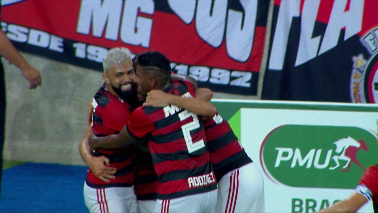 Gol do Flamengo! Éverton Ribeiro cruza para Rodrigo Caio, que amplia o placar, aos 43' do 2ºT