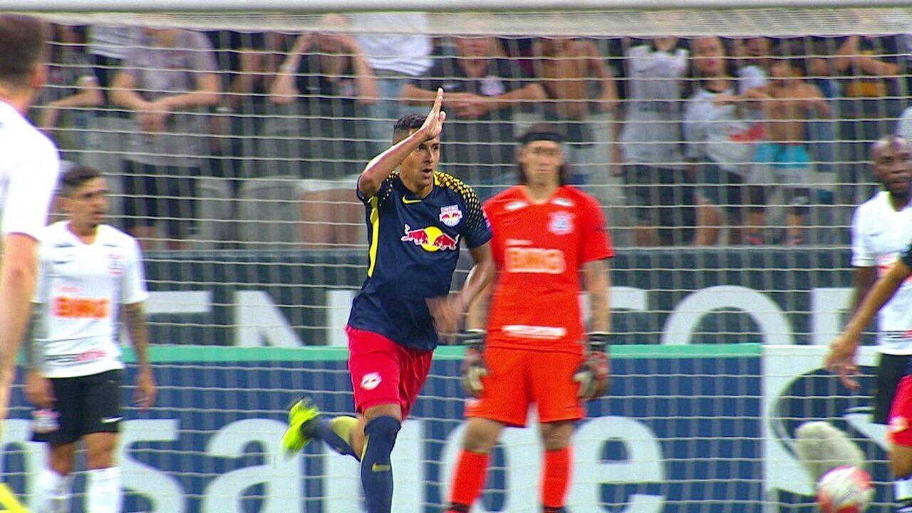 Gol do RB Brasil! Bruno Tubarão salta mais que Fágner e toca para o gol, aos 48' do 2ºT