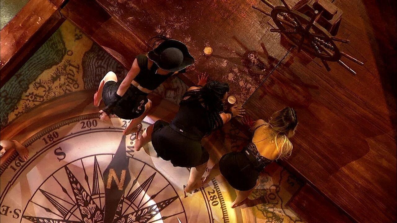 Paula, Hariany e Rízia empinam o bumbum ao som de funk