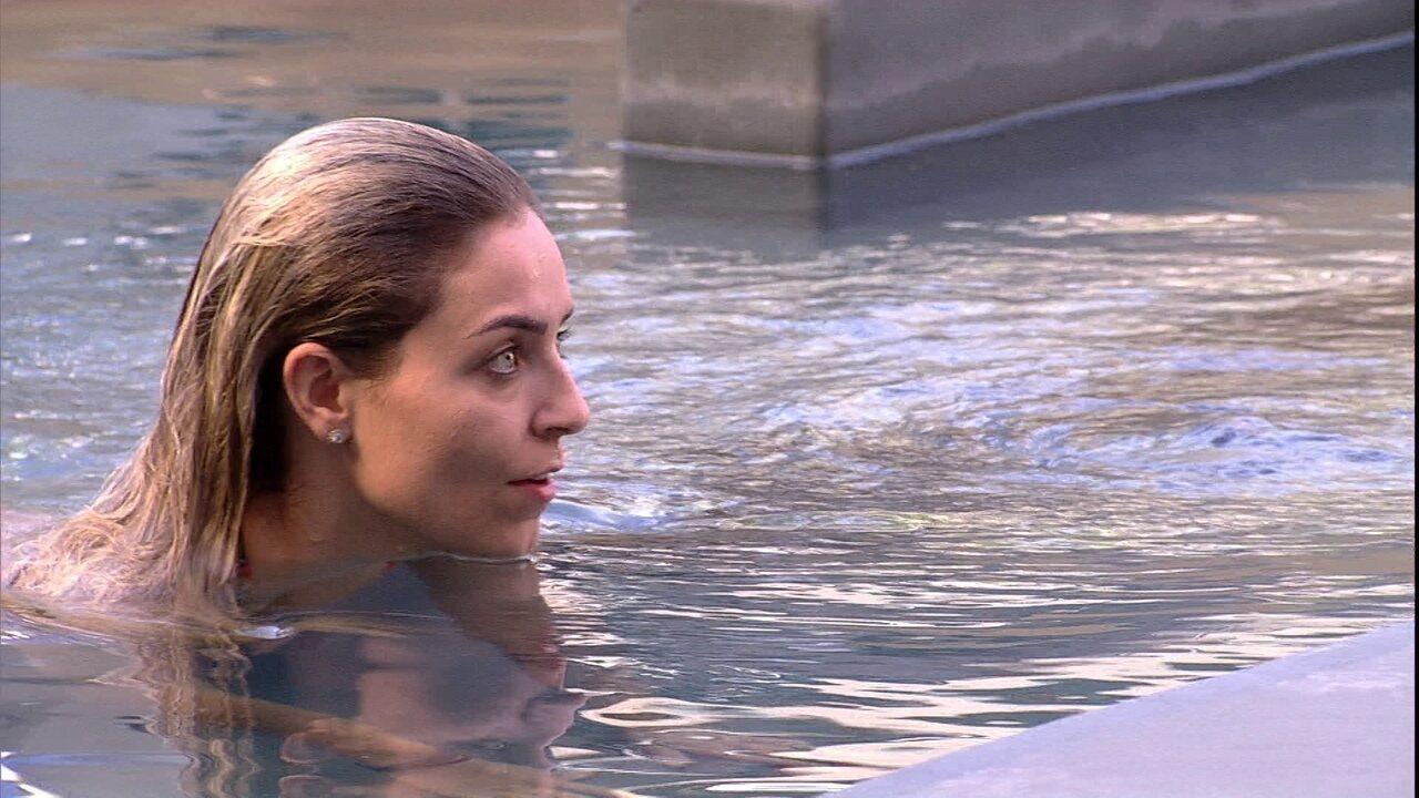 Paula avalia comportamento de sister: 'Tá querendo cavar a própria cova'