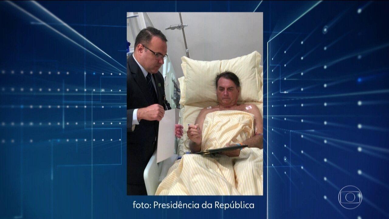 Presidente Bolsonaro despacha do gabinete improvisado no hospital, em São Paulo