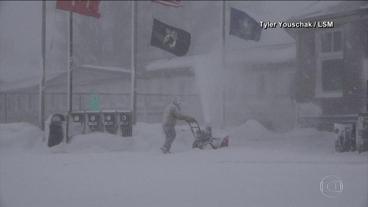 Frio congelante nos EUA mata 20 pessoas