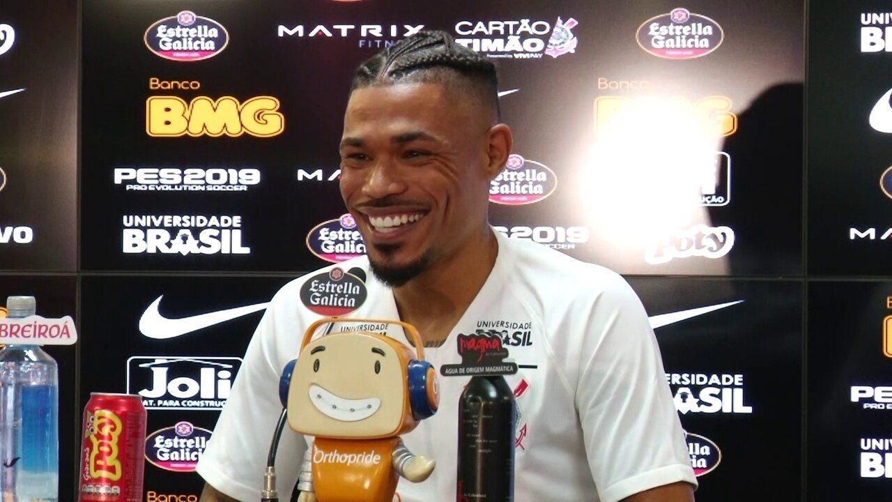 Veja como foi a apresentação do volante Júnior Urso, do Corinthians