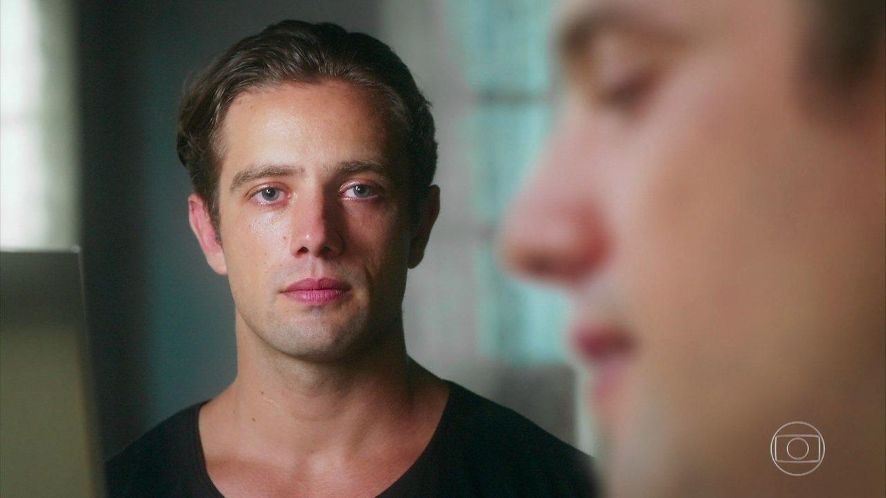 Durante sua sessão de terapia, Daniel se vê como Danilo